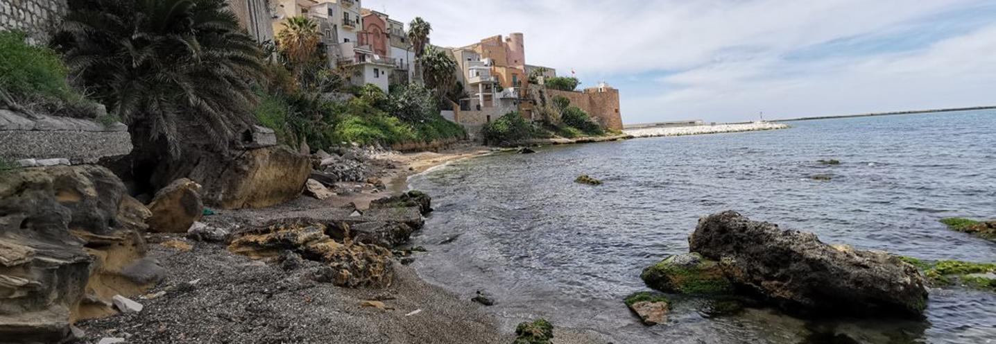 CASTELLAMMARE DEL GOLFO – Est porto – Battigia con sedimenti etorometrici sul lato occidentale