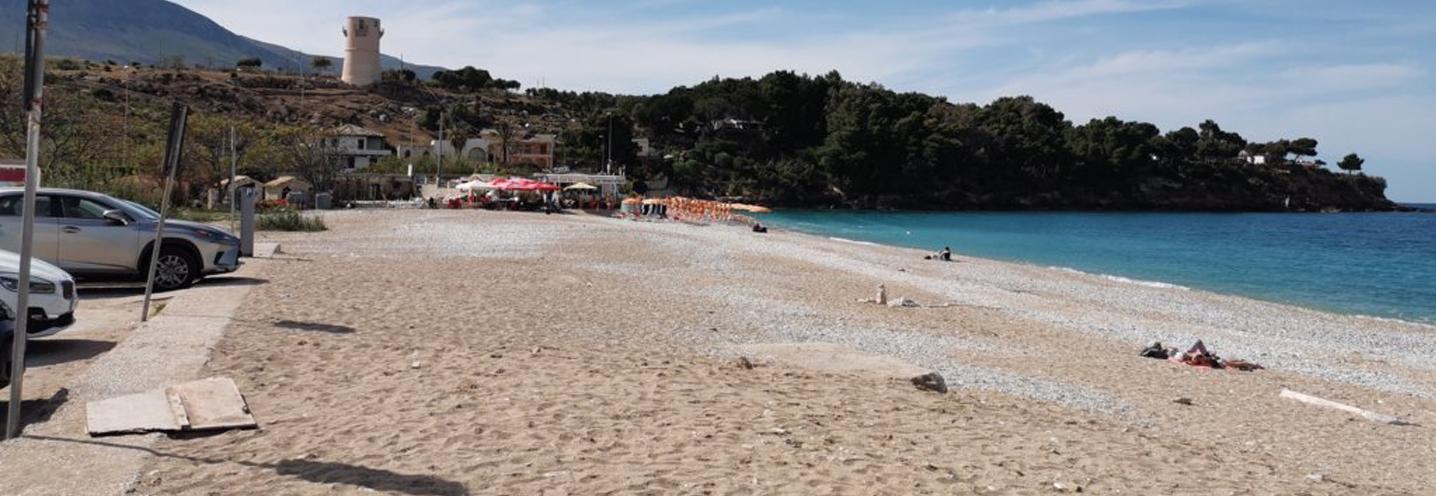 CASTELLAMMARE DEL GOLFO – Guidaloca – La pocket beach vista dall'area parcheggio retrostante