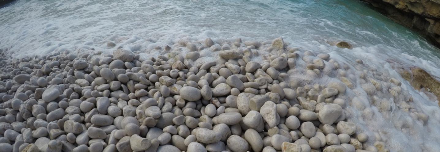 CUSTONACI – Spiaggia Agliareddi – Ciottoli molto arrotondati