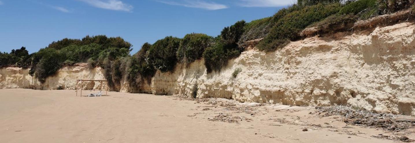 ISPICA – Porto Ulisse ovest – La bianchissima falesia carbonatica