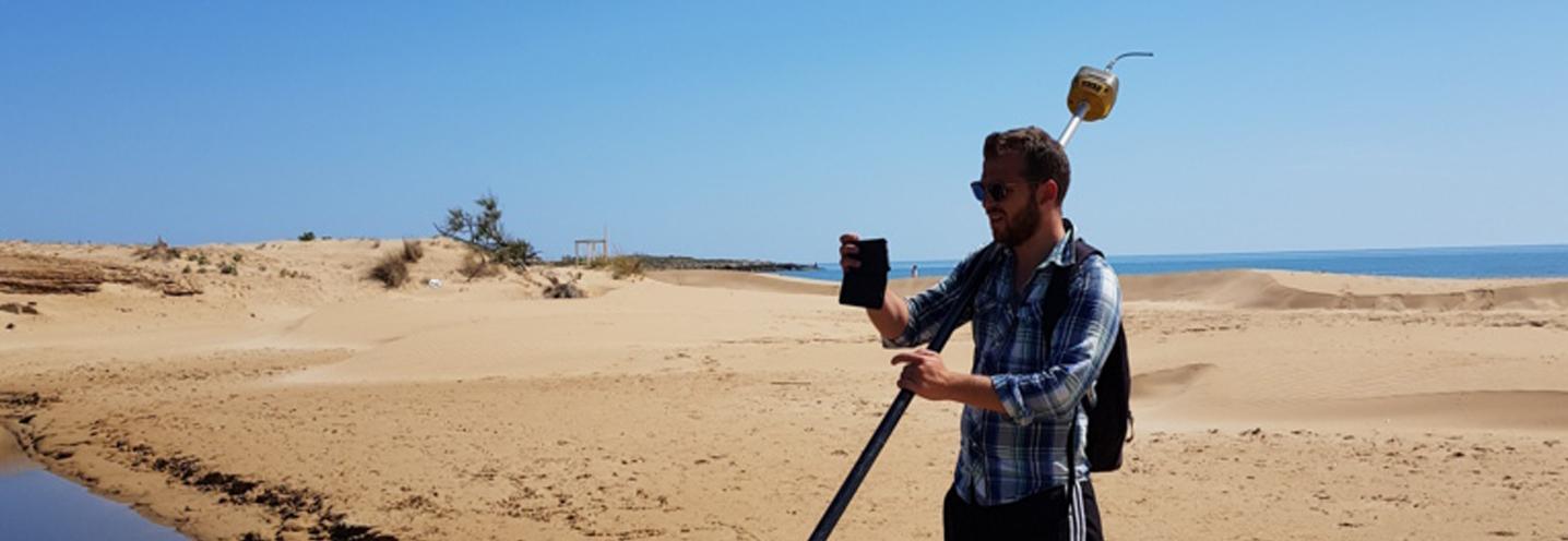 Modica – Marina di Modica – Francesco Gregorio si gode il panorama