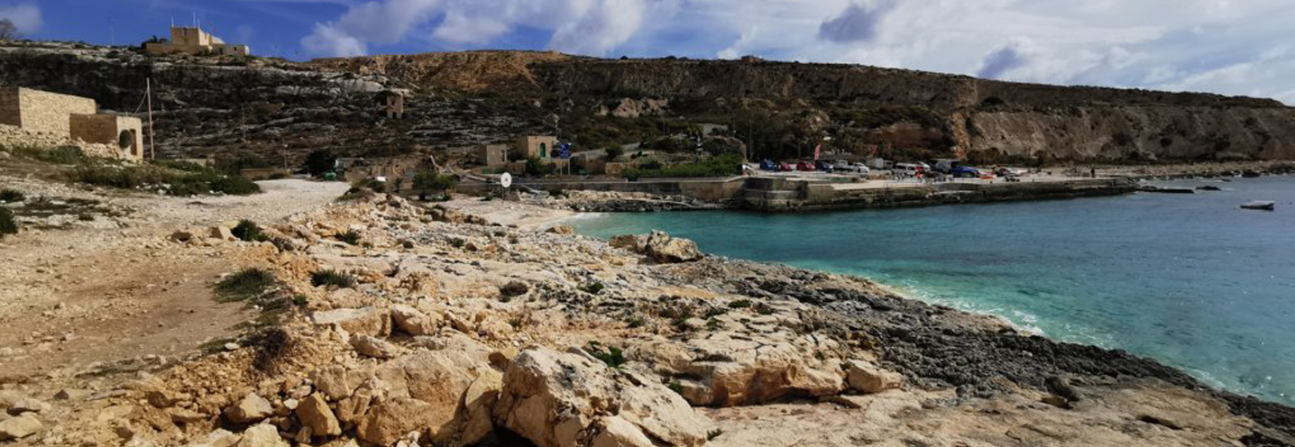 QALA – HONDOQ IR – RUMMIEN BAY – Affioramento roccioso a ovest della pocket beach