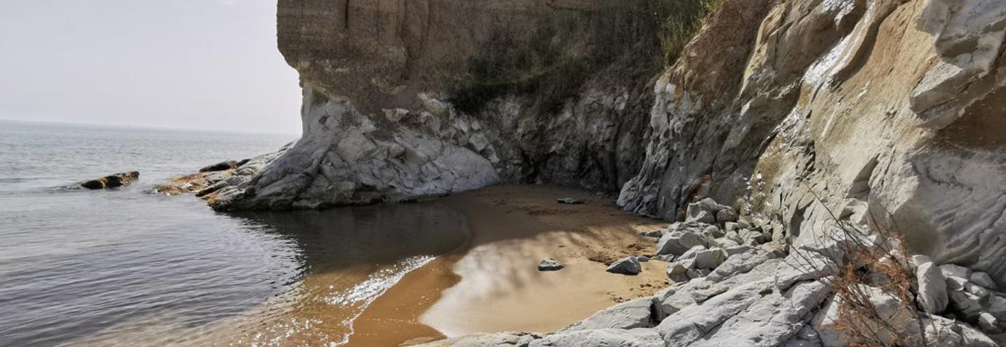 REALMOTE – GIALLONARDO – Falesia a ridosso della pocket beach
