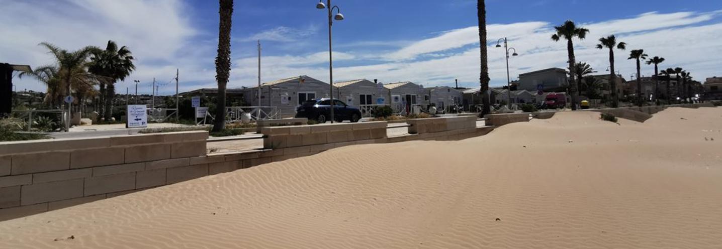 SCICLI – Donnalucata ovest porto – Marker sulla spiaggia
