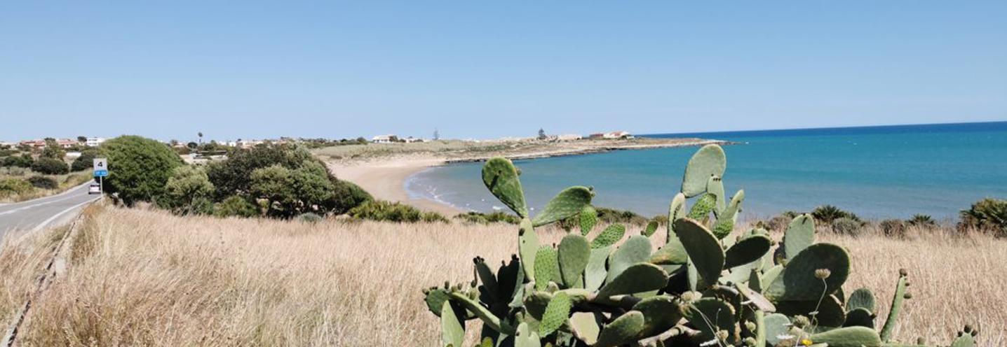 SCICLI – Sampieri Costa di Carro – La pocket beach vista dal promontorio occidentale