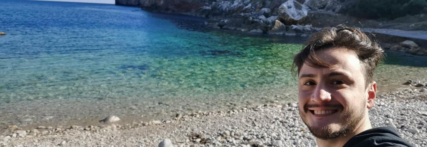 TERRASINI – Calarossa – Marco Fontana si gode il paesaggio