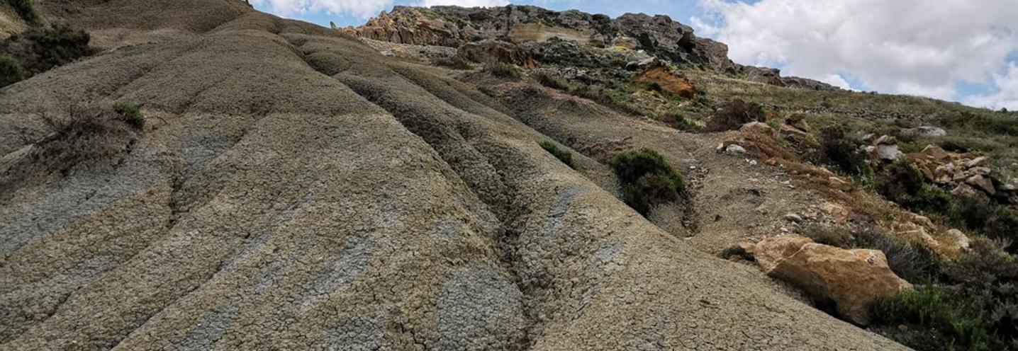 XAGHRA) – RAMLA BAY – Accenno di forme calanchive sul promontorio orientale