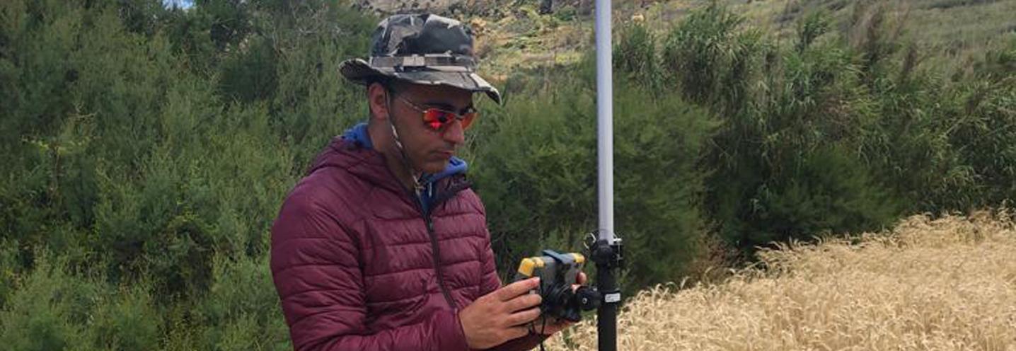XAGHRA) – RAMLA BAY – Giovanni Barreca prende il punto GPS delle mire